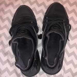 Used Hurraches in Black 5.5 W Condition: Worn